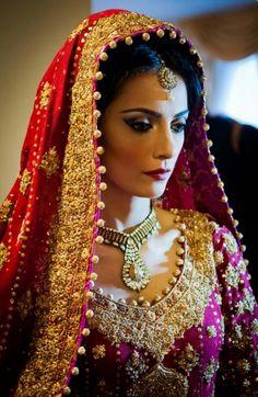 Gorgeous chunni on an indian bride