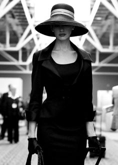 elegance... Love the hat! Wish I could pull this off. #exxomakeup #models #streetstyle