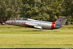 Aero L-29 Delfin low pass