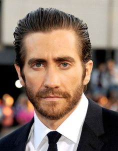Jake Gyllenhaal at the premiere of 'Prisoners.' Grooming by Molly R. Stern.