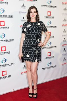 Anne Hathaway Nailed Her First Pregnant Red Carpet 2016 Appearance