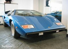 The countach made its public debut at the 1971 geneva motor show. the design of the ultra low two seater sports car took the world by surprise. Lamborghini, Vintage Cars, Super Cars, Vehicles, Showa, Roots, Wallpapers, Pictures, Photos
