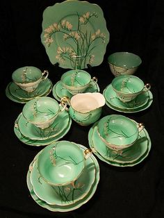 A Shelley tea set ' Freisas'… - Jewellery, Fine Art, Antiques & Interiors - Th. A Shelley tea set ' Freisas'… – Jewellery, Fine Art, Antiques & Interiors – Theodore Bruc Vase Deco, Teapots And Cups, Teacups, Antique Interior, Antique Furniture, China Tea Cups, Best Tea, Antique China, Vintage China