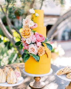 summer wedding To inspire your future warm-weather treat, weve rounded up a selection of summertime wedding cakes, perfect for any type of seasonal weddingfrom a black-tie reception in a ballroom to an al fresco garden party, and everything in between. Summer Wedding Cakes, Black Wedding Cakes, Summer Weddings, Yellow Weddings, Party Summer, Cake Wedding, Spring Wedding, Grey Weddings, Wedding Yellow