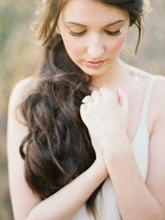 Neutral and Gold Wedding Ideas | Wedding Sparrow | Becca Lea Photography + Kat Marcum Photography