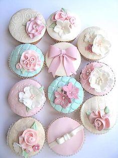 Pastel Cupcakes www. Elegant Cupcakes, Pastel Cupcakes, Floral Cupcakes, Pretty Cupcakes, Beautiful Cupcakes, Cupcakes Bonitos, Cupcakes Lindos, Fondant Cupcake Toppers, Cupcake Cookies