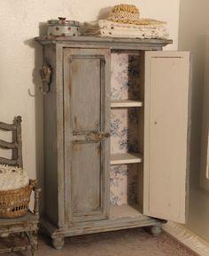 Miniature Dreams: Brocante bench and cupboard