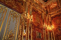 Amber Room at Catherine's Palace. Amber Room, Paris Opera House, Palace Hotel, Top Travel Destinations, Marie Antoinette, Skyscraper, Beautiful Places, Artsy, Palaces