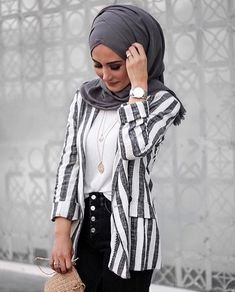 How can I put on a Modern Hijab scarf easily? - How can I put on a Modern Hijab scarf easily? - Hijab Fashion and Chic Style Hijab Fashion Summer, Modern Hijab Fashion, Muslim Fashion, Casual Hijab Outfit, Hijab Dress, Modest Dresses, Modest Outfits, Modest Clothing, Polyvore Casual
