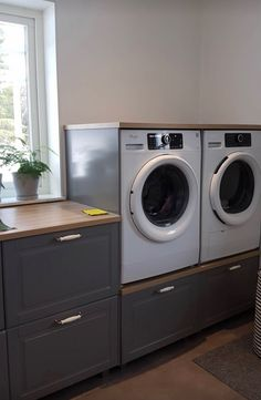 Laundry Room Wäsche Gift Certificates Are A Delight To A Dedicated Gardener Gift certificates can be Basement House, Basement Bedrooms, Küchen Design, House Design, Utility Room Designs, Laundry Closet, Austin Homes, Small Room Bedroom, Laundry Room Design