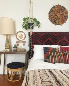 Boho Chic Interiors – Bohemian home decor – Boho interior design – Bohemian interior … Bohemian Bedroom Decor, Bohemian Style Bedrooms, Bohemian Living, Bohemian Decorating, Ethnic Bedroom, Earthy Bedroom, Bohemian Headboard, Boho Style, Tapestry Headboard
