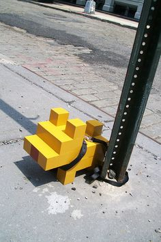 Hackschnitzel - Street Art: 8-Bit Pixel Dog