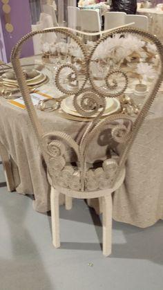 La sedia degli sposi realizzata totalmente di carta :)