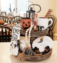 Looking for DIY Indoor Halloween Decor Ideas? Here you'll find some of the Best & incredibly unique Halloween Indoor Decoration Ideas. Retro Halloween, Spooky Halloween, Halloween Home Decor, Diy Halloween Decorations, Holidays Halloween, Halloween Crafts, Happy Halloween, Halloween 2018, Thanksgiving Decorations