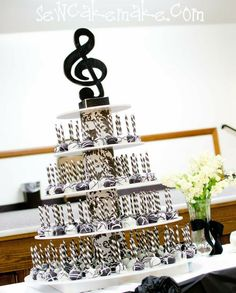 Musical cake pops on a stand, topped off with a treble clef. This design is neat for any party or piano recital. Music Baby Showers, Music Note Cake, Music Centerpieces, Music Themed Parties, Music Party Themes, Music Party Decorations, Wedding Decoration, Music Cakes, Piano Recital