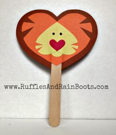 Ruffles and Rain Boots: A quick and easy lion puppet for Valentine's Day (made from hearts)! Zoo Crafts, Puppet Crafts, Sand Crafts, Zoo Preschool, Preschool Crafts, Preschool Learning, Preschool Ideas, Craft Ideas, Valentine Box