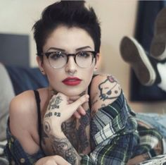 Short hair pixie cut hairstyle with glasses ideas 26