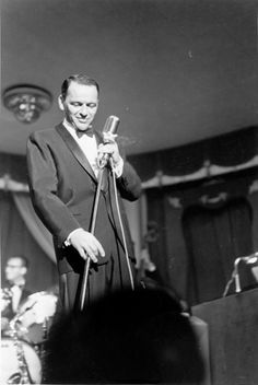 Frank Sinatra/Dean Martin/Bing Crosby/All the greats! Golden Age Of Hollywood, Classic Hollywood, Old Hollywood, Hollywood Stars, Dean Martin, Old Soul, American Singers, Blue Eyes, Movie Stars
