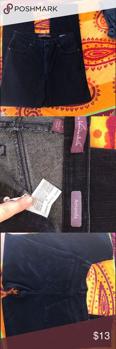 Gloria Vanderbilt Women's Jeans Dark Blue Sz 8 ******************************************* Gloria Vanderbilt Women's Jeans - Dark Blue Pre-owned - Great Condition, No holes, stains or rips. Smoke-Free / Pet Friendly home.  Made of:  78% Cotton;20%; Polyester 2%; 2% Spandex Size: 😊Thank you for browsing my closet and have a good day!❤  ******************************************* Gloria Vanderbilt Jeans Straight Leg