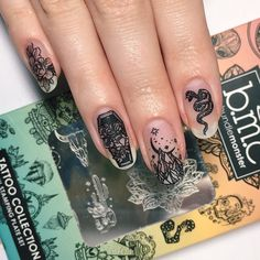 Here are the 10 most popular nail polish colors at OPI - My Nails Halloween Nail Designs, Halloween Nail Art, Spooky Halloween, Halloween Party, Halloween Makeup, Cute Nails, Pretty Nails, Dr Tattoo, Hair And Nails