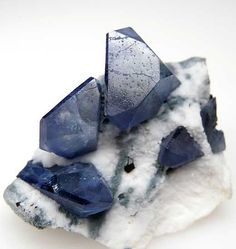 Benitoite from Gem Mine, San Benito Co., California [db_pics/pics/na414b.jpg]