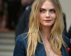 Model Cara Delevingne is taking a break from the catwalk and trying her hand in Hollywood. The is now a lead actress, landing a role in the upcoming film, Paper Towns. Cara Delevingne Gif, Cara Delevingne Wallpaper, Poppy Delevingne, Hairstyles With Bangs, Cool Hairstyles, Hairstyle Ideas, Medium Hairstyle, Gorgeous Hairstyles, Braided Hairstyles