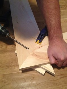 Gotta use that Kregg Jig! DIY Easy Picture Frames – Step 2 Assemble frame with pocket hole screws. Clamp wood together to keep it from moving – Storefront Life www.storefrontlif… Source by decor_dreams