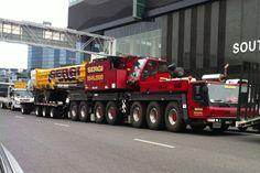 Big rig & big crane Crane Construction, Heavy Construction Equipment, Construction Machines, Heavy Equipment, Train Truck, Tow Truck, Big Trucks, Custom Big Rigs, Custom Trucks
