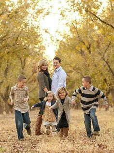 This would be so fun for a family photo! Neutral Family Photos, Outdoor Family Pictures, Family Photos What To Wear, Extended Family Photos, Fall Family Portraits, Fall Family Pictures, Fall Photos, Family Pics, Family Posing