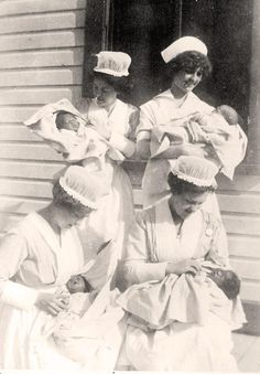 60 Vintage Photos of Nurses Being Awesome - NurseBuff History Of Nursing, Medical History, Vintage Nurse, Vintage Medical, Old Pictures, Old Photos, Vintage Photographs, Vintage Photos, Nurse Photos