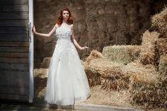 Ρομαντικό νυφικό σε γραμμή princess... Photo:Nikos Samaras Hairstyle:George Xikis Model:Evita Labiri White Dress, Wedding Dresses, Fashion, Moda, Bridal Dresses, White Dress Outfit, Alon Livne Wedding Dresses, Fashion Styles, Weeding Dresses