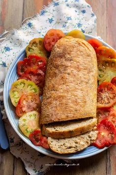 Polpettone di tonno: la Ricetta veloce, economica, saporita! Fish Recipes, Seafood Recipes, Cooking Recipes, Easy Delicious Recipes, Healthy Recipes, Antipasto, Saveur, Food Dishes, Italian Recipes