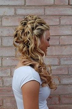 My dream hair! Too bad mine will never look this nice. My hair looks like horse's ass hair when it gets passed my shoulders :( My Hairstyle, Pretty Hairstyles, Wedding Hairstyles, Homecoming Hairstyles, Wedding Hair And Makeup, Bridal Hair, Hair Makeup, Hair Wedding, Dream Wedding