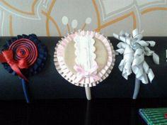 Diademas y tocados de niñas con cintas, cordones y tiras bordadas