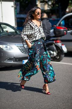 60 style inspirations straight from the streets: Mixed prints, plaid button down shirt and floral pants