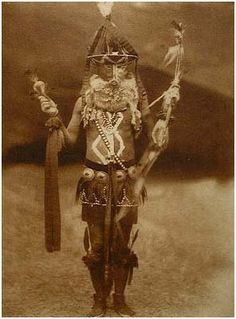 Zahadolzha - Navaho (The North American Indian, v. Cambridge, MA: The University Press, by Edward Sheriff Curtis from USC Libraries Native American Photos, Native American History, American Indians, American Symbols, American Women, Clemente Orozco, Navajo Art, Edward Curtis, Navajo Nation