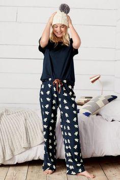 Women's Pyjamas Style To Help You Look Sharp 060 Fashion Satin Pyjama Set, Pajama Set, Pajama Outfits, Cute Outfits, Pijamas Women, Cute Pijamas, Cute Sleepwear, Cozy Pajamas, Womens Pyjama Sets