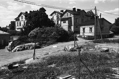 Eevankatu. Puutaloja Eevankadulla Länsi-Pasilassa. Vasemmalla Elannon takapihaa. 1970