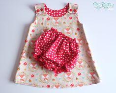 Kit contendo um vestido para bebê dupla face + tapa fralda. Confeccionado em tecido 100% algodão.    Disponível para encomenda nos tamanhos:  0 a 3 meses  3 a 6 meses  6 a 12 meses  12 a 18 meses  2 anos