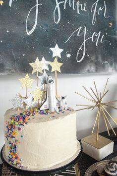 Birthday Party Themes, 2nd Birthday, Birthday Cupcakes, Birthday Decorations, Birthday Ideas, Birthday Design, Birthday Images, Valentine Decorations, Rocket Cake
