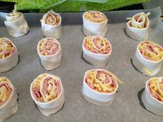 Ham and Cheese Scrolls - an easy lunch box idea you can make ahead and freeze. Savoury Pastry Recipe, Pastry Recipes, Cooking Recipes, Diet Recipes, Toddler Meals, Kids Meals, Toddler Food, Pink Party Foods, Chocolate Mud Cake