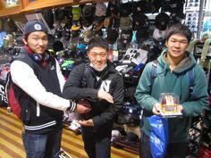 【大阪店】2014.12.24 大阪教育大学のアメフト部の方々が来店して下さいました!!それぞれアメフトのポーズでキメてくれました~!!終始面白い話してくださりありがとうございました!また遊びに来て下さい!
