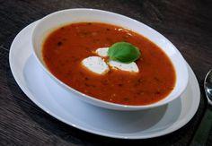 """Томатный суп с базиликом и козьим сыром """"La Buchette"""""""