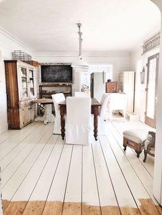 White painted floors - Painted Floor Update & FAQ's Do We Love It or Hate It – White painted floors White Painted Wood Floors, Paint Wood Floors, Wood Cladding, Shabby Chic, Plank Flooring, Laminate Flooring, White Flooring, Diy Flooring, Dining Room Furniture