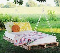 Glöm inte att dekorera trädgården med härliga tyger, krukor och fyndiga möbler. Här är 11 tips på hur du kan pyssla fram din trädgård till en vacker oas!