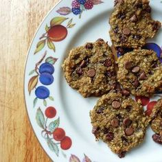 healthy chocolate chip cookies made with banana and oats!