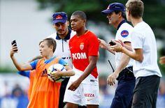 Việc Monaco chậm gia hạn hợp đồng khiến Mbappe cảm thấy không được tôn trọng