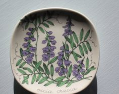Vintage Esteri Tomula wall plate with Tufted vetch by Arabia Finland by AnnChristinsVintage on Etsy Vintage Dishware, Floral Theme, Different Plants, Ceramic Design, Ceramic Painting, Beautiful Wall, Clay Projects, Plates On Wall, Scandinavian Design