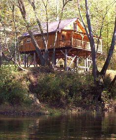 Red River Gorge Kentucky riverside cabin rental. ^