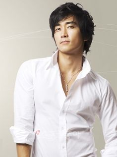Song Seung heon nacio el 5 de octubre de 1976 en Seul (Corea del Sur), Mide 1.80 cm y es signo Libra. Tiene 36-37 años y su nombre original es 송승헌 / Song Seung Hun y su nombre real es 송승복 / Song Seung  es Actor, Modelo y Cantante.